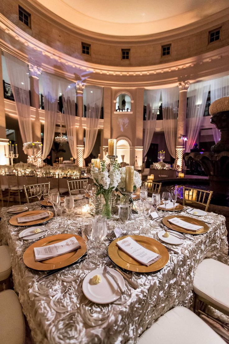 luxury wedding linens backdrops wedding linens Guest Table with Textured Linens Photography Travis Harris Photography Read More http
