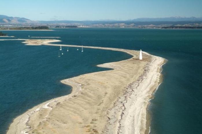 NEW ZEALAND: Nelson. The centre of NZ. (Photo: The Boulder Bank and lighthouse.)