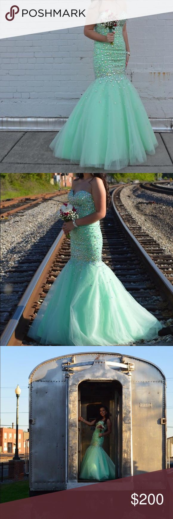 Prom Dress 👗 BEAUTIFUL Mori Lee prom dress! In good conditions #prom #morilee #beautiful #promdress Mori Lee Dresses Prom