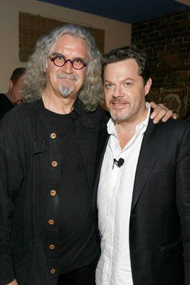 Eddie Izzard & Billy Connolly. So much awesomeness in one picture....hey more than make me smile....usually falling off of the couch laughing is my usual reaction :D