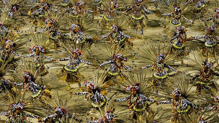 30 de poze pline de culoare de la Carnavalul din Rio 2012.  Vezi mai multe poze pe www.ghiduri-turistice.info  Source : www.boston.com