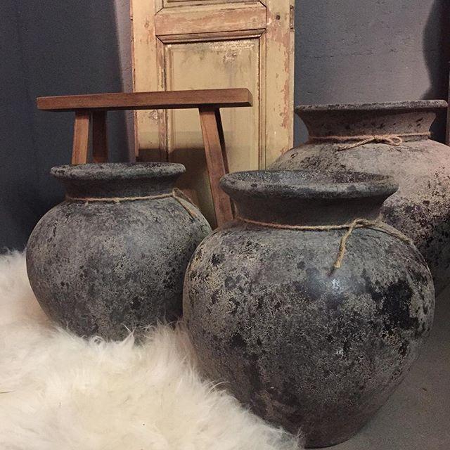 stoere potten  Zou gaaf staan op de witte Solits sokkels of de meerpaal sokkels.