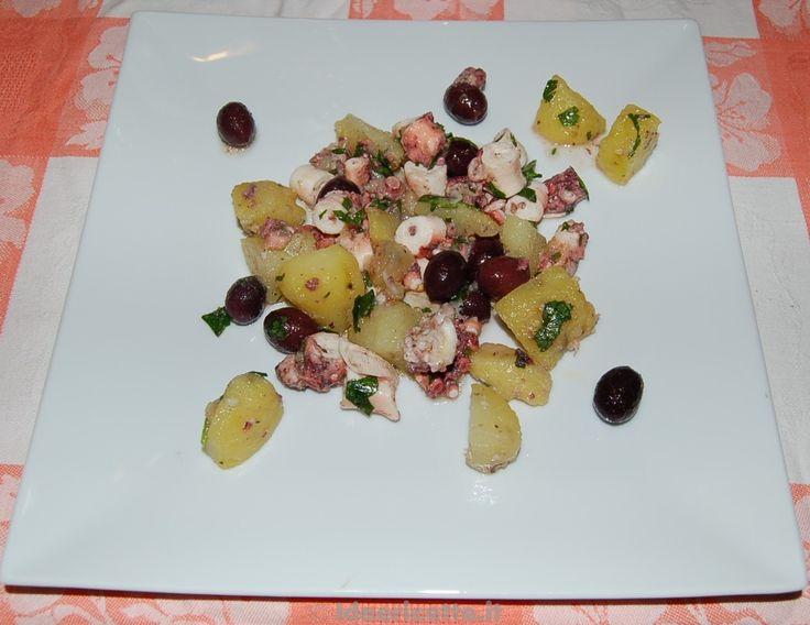 Polpo con patate e olive di Gaeta piatto bianco