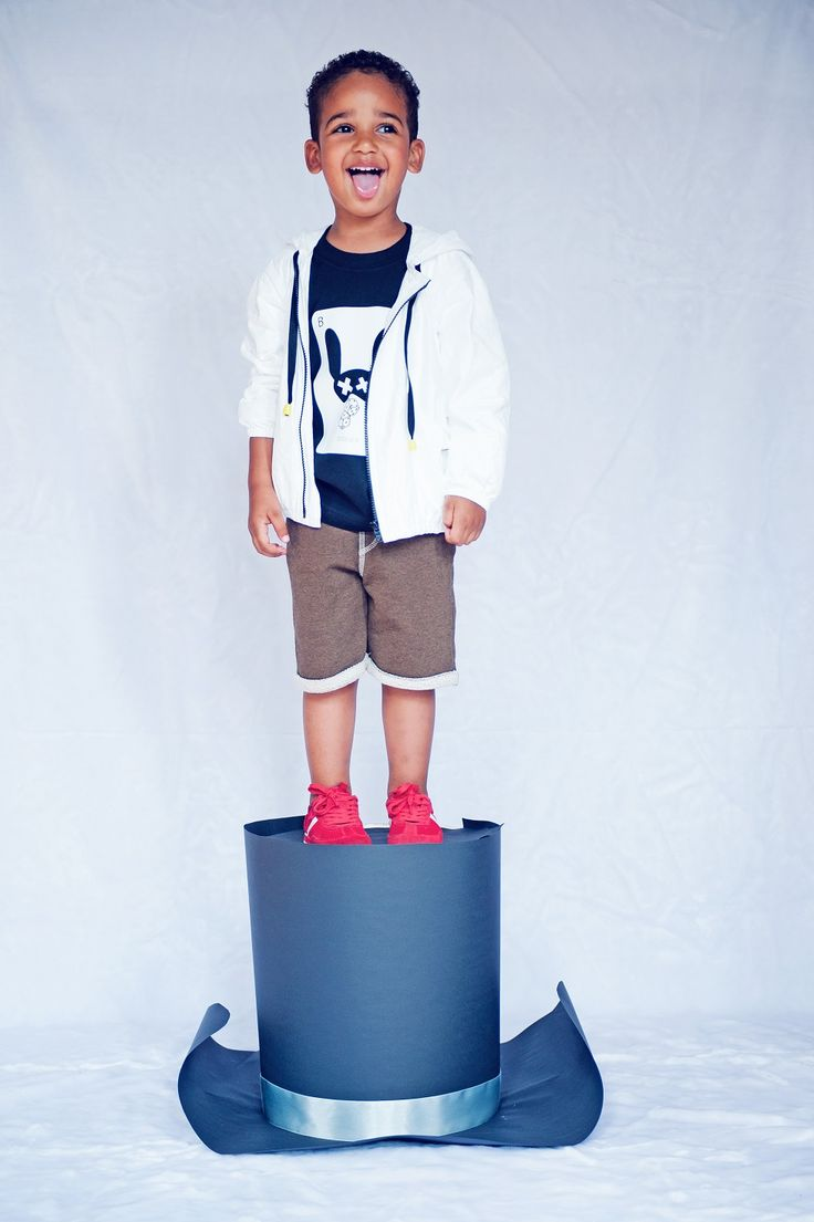 FARIS the best model ever! WHITE ONE TYVEK jacket! BUSY BOYS shorts! BUSY BOYS t-shirt!