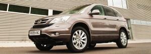 Honda Cr-V severlerin Kompakt sınıfta önemli oyunculara sahip olan Honda,Yeni  i-DTEC ve 2.0 i-VTEC  Motor seçenekleri ile sınıfından iki yenilikle otomobil severleri yeni yıla hazırlıyor.    Honda Cr-V Dinamizmi ve zarafeti simgeleyen tasarımında yenilenen ön ve arka tamponlar, kaslı görünüm kazandıran ön ızgara ve 18 inç alüminyum alaşım jantlar göze çarpıyor. Etkileyici görünümüyle CR-V hem prestiji yansıtıyor hem de size bir Honda kullanmanın gururunu yaşatıyor.