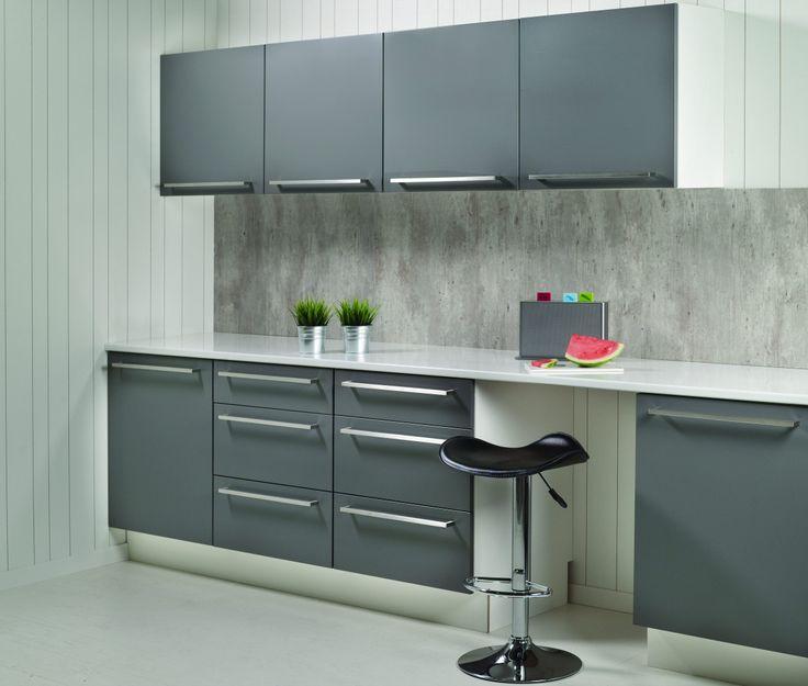 """Her er den trendy """"Cracked Cement"""" som ser ut som sement-sprekker. Kitchen Board fra Fibo-Trespo. http://fibo-trespo.no/"""