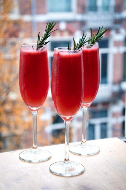 winter wedding drinks | Winter Pink 5 Cocktails For Your Winter Wedding