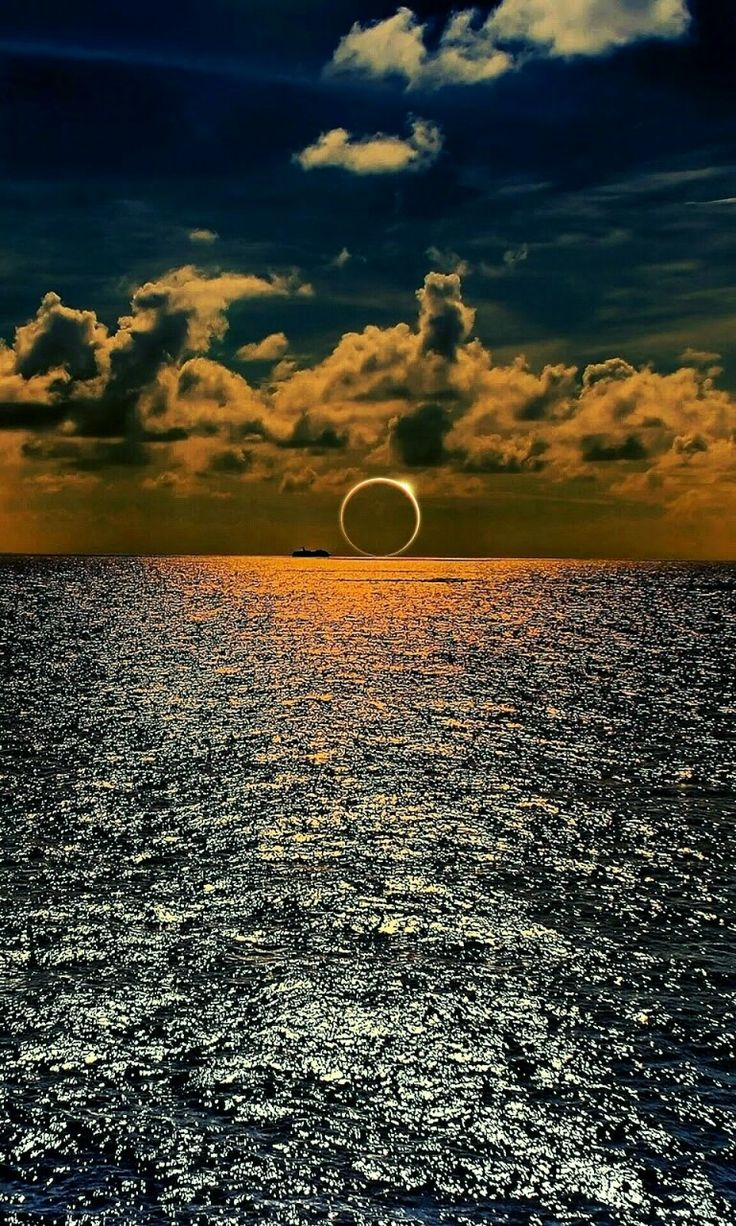 #amazing #eclipse ..Repinned by Rania Salah . www.Pinterest.com/raniany32/photography/