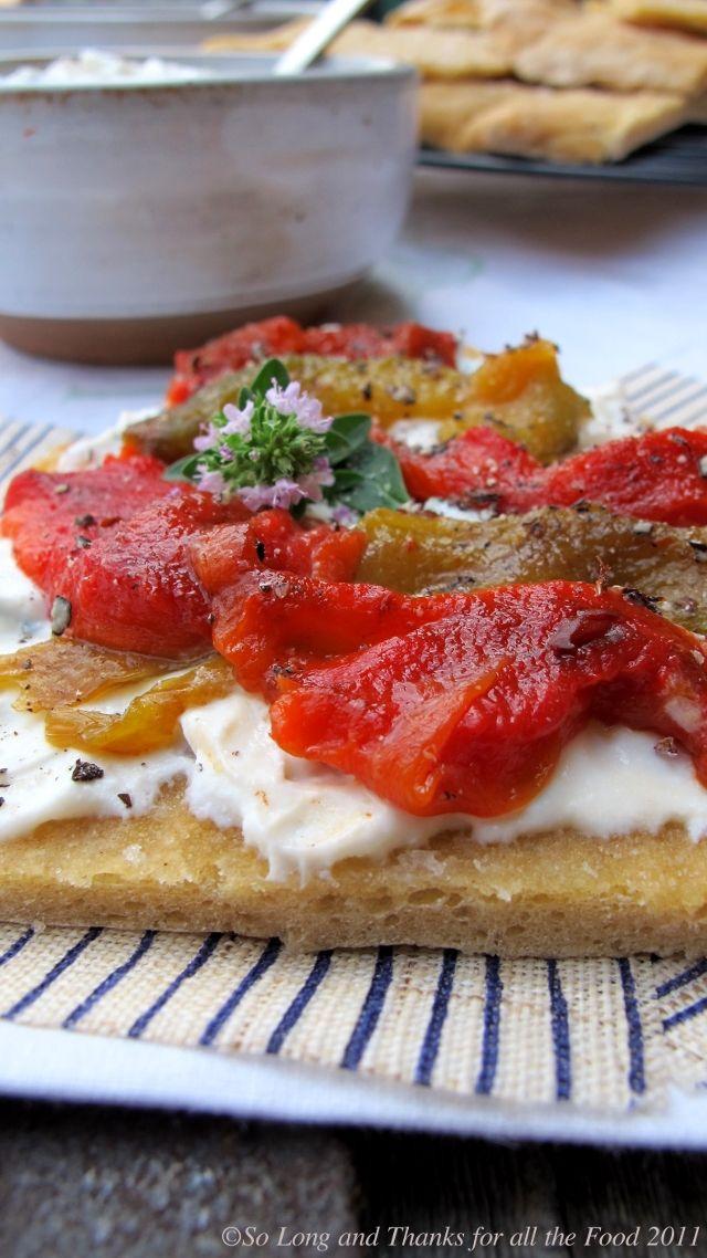 crostini di pasta di pane con peperoni colorati, caprino, ricotta di bufala e dragoncello