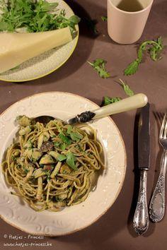Een heerlijk, snel en gezond recept. Herfstpasta met paddestoelen, pecorino en pancetta. Pasta, paddestoelen en pecorino is altijd een heerlijke combinatie.