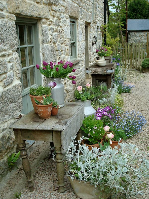 17 best ideas about rustic gardens on pinterest country for Rustic landscape ideas
