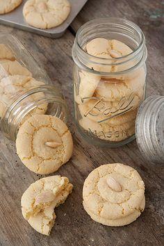 Biscotti alle mandorle senza farina - di Mamma Andrea  -