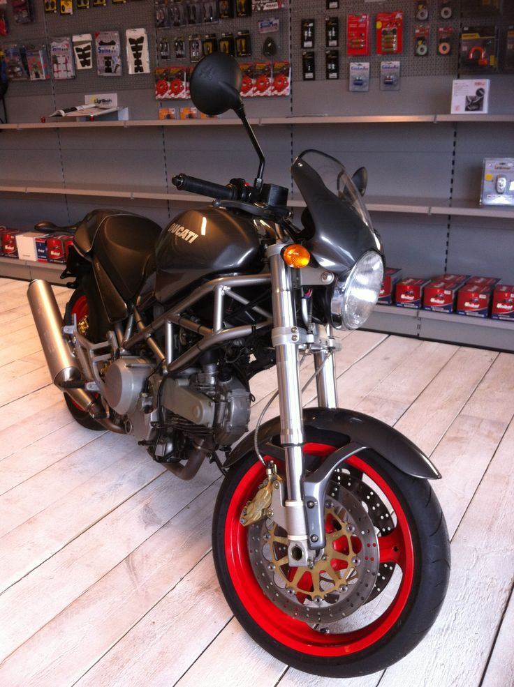 Ducati Monster 620 ie kleur grijs