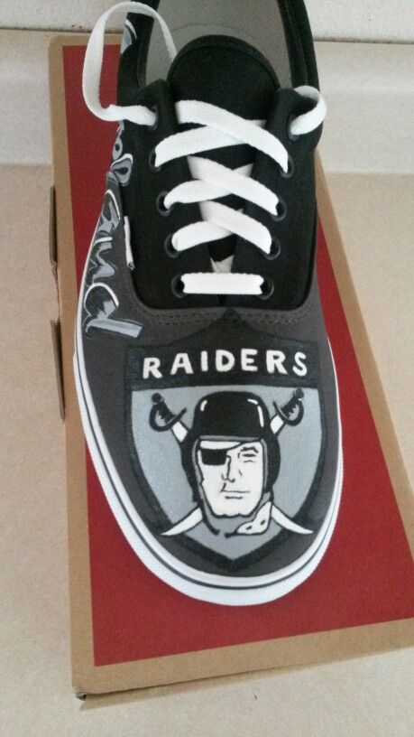 Oakland Raiders shoe 2