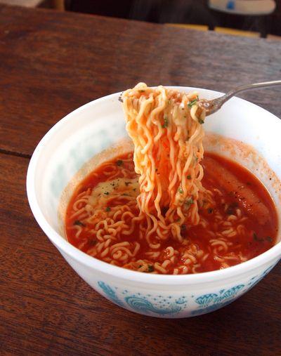 サッポロ一番塩らーめん+トマトジュース+溶けるチーズで「イタリー ...