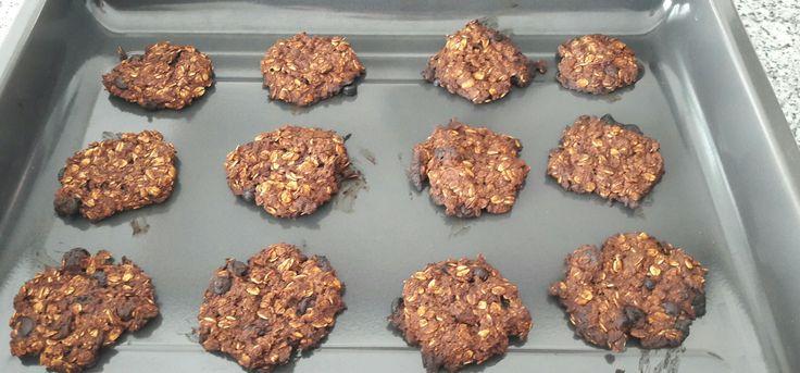 fit kurabiye   malzemeler 1 elma 1 muz  kuru meyve (kayısı üzüm incir) Hindistan cevizi damla çikolata  kakao  yarım paket k.tozu tarçın