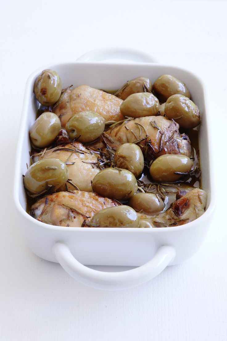 Chicken with olives and rosemary http://www.instyle.gr/recipe/kotopoulo-elies-ke-dendrolivano/