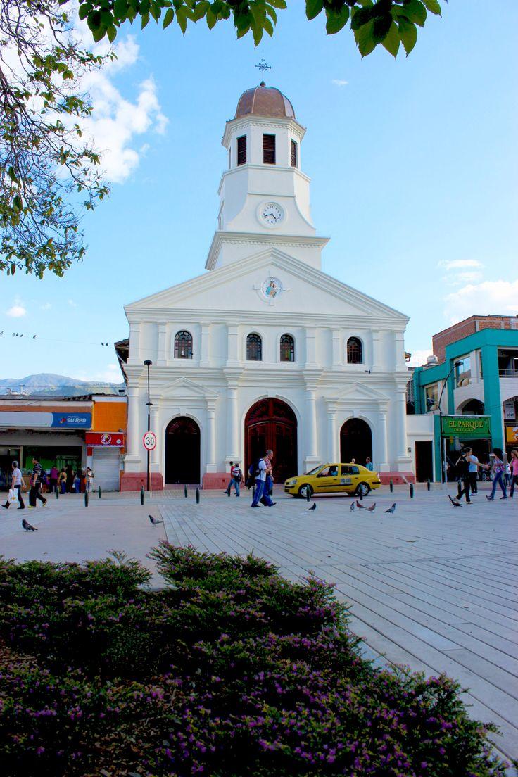 El frontis de la iglesia Nuestra Señora del Rosario, un lugar de peregrinación hermoso y renovado para todos los itagüiseños.