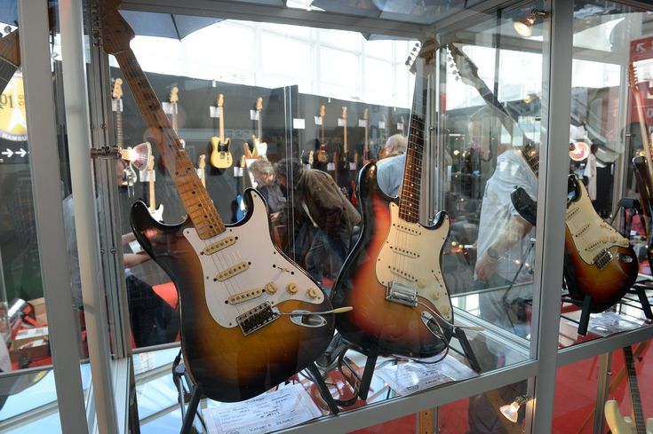 """Discover """"The World of Vintage Guitars"""" of historical Fender-Guitars played by the legends of Rock in Galleria 0"""
