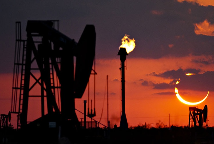 An oil refinery in the light of the eclipse north of Odessa, Texas. (AAP) May 2012