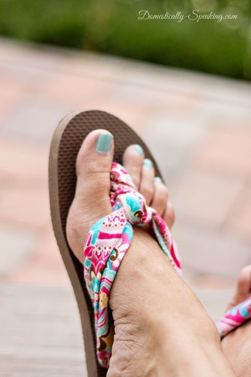 Fabric Flip Flops! Learn how to make your own custom summer sandals with this DIY tutorial.