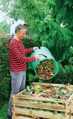 Der eigene Kompost liefert alle wichtigen Pflanzennährstoffe in idealer Zusammensetzung, verbessert den Boden und hält Gemüse, Obst und Zierpflanzen gesund. Die Herstellung erfordert kaum mehr Zeit, als für die Beschaffung von Dünger und Pflanzerde nötig ist. #Kompost #komposthaufen