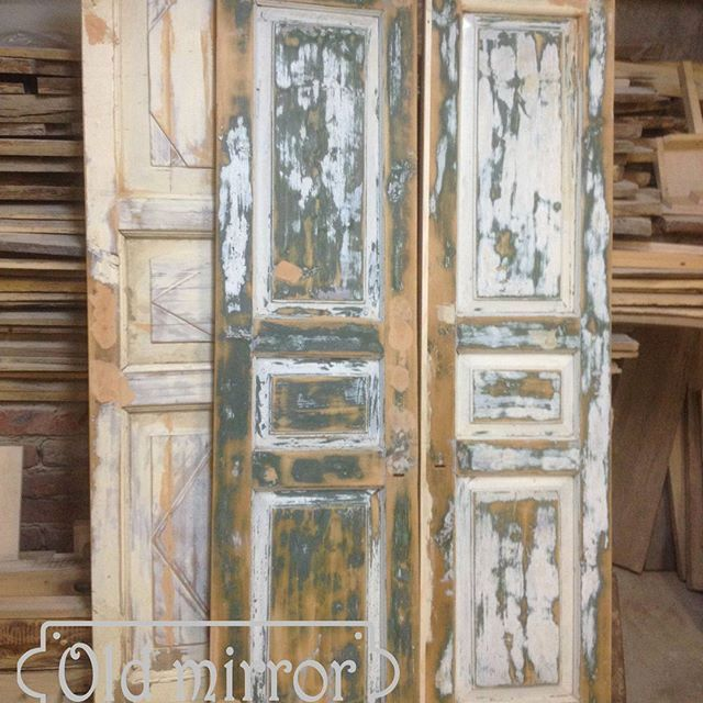 Старинные двери для будущего шкафа в , процессе подготовки.  #мебель #дизайн #дизайнер #дизайнинтерьера #интерьер #столярнаямастерская #мебельназаказ #роскошь #дизайнкоттеджа #мастерская #эко #eco #loft #лофт #interior #wood #furniture #homedecor #витраж #витражныепотолки #стеклодлямебели #амбарныедвери #стараядоска #двери #дверилофт #шкаф