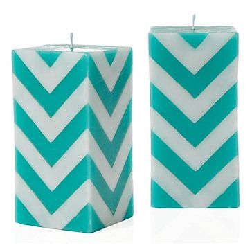 I want these candles for my room. O_O Maybe not in that color (since my room is red) but....so bright and pretty!