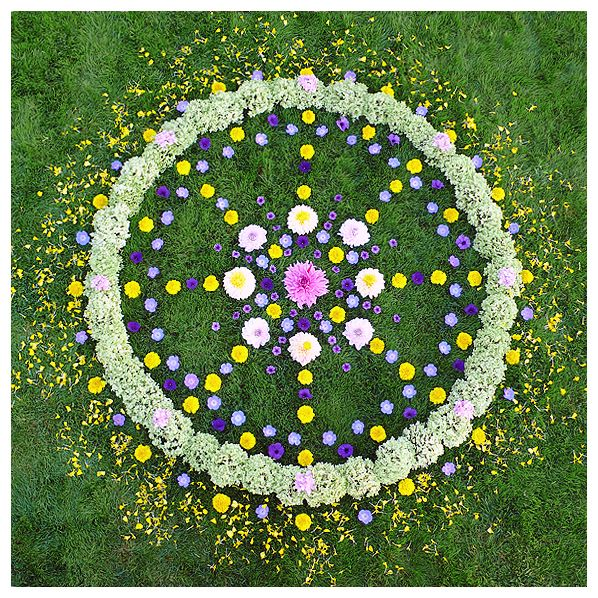 10 best ideas about flower mandala on pinterest design of rangoli white fabrics and mandala - Mandala nature ...
