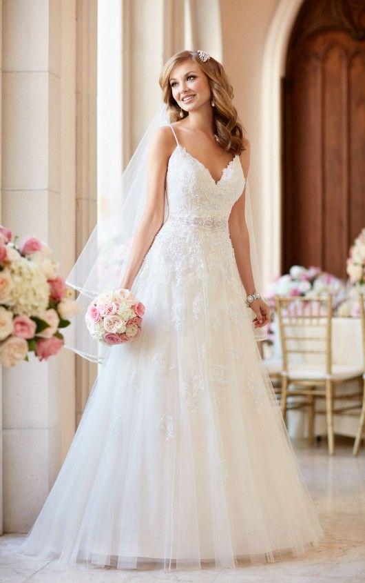 Romantische bruidsjurk 6347 van Stella York. www.newstyling.nl