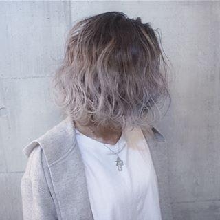 ✂︎SHACHU HAIR✂︎ グラデーションからのパールホワイト⭐️ 年末は30日まで営業してます✋ 29の火曜日も営業してるので駆け込んで下さい!! #shachu#hair#ヘアカラー @shachu_hair