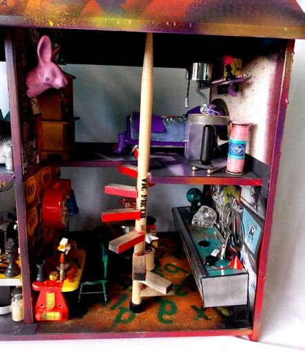 Close up of graffiti house, its a pretty crazy colourful house, done to expand away from some of the dark gloomy atmospheres that I commonly create  #Midas #DollHouses #MidasDollHouses #Miniatures