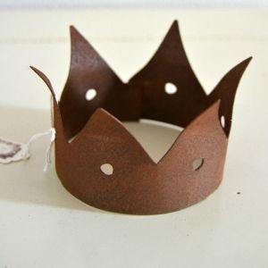 Crown Duke  Crown rust in metal with patina. Base diameter: 8 cm Cost: € 14.50