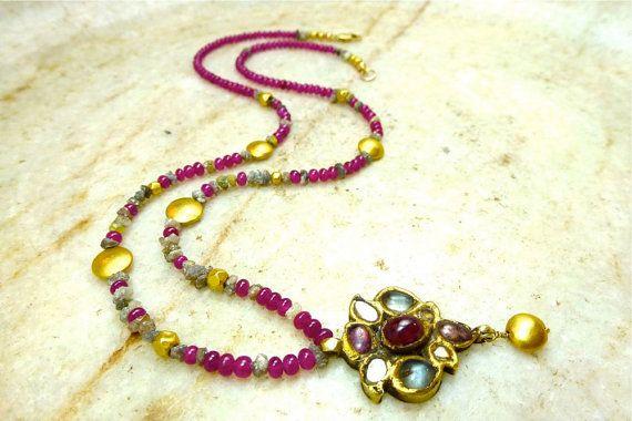 Rubin Halskette mit rohen Diamanten 18 k Gold und von SofiaMarlena