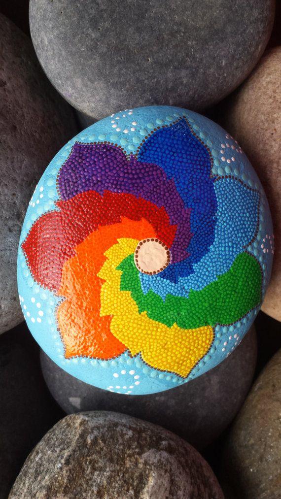 Cest ma Pierre préférée et votre temps à créer. En utilisant les couleurs de chakra en peignant cela, ma apporté un contentement spirituel,
