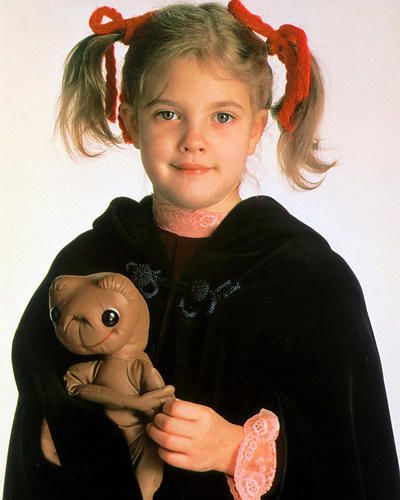 DREW-BARRYMORE-HOLDING-E-T-DOLL-SMILING-24X30-POSTER