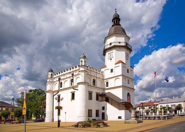 Ratusz w Szydłowcu wybudowany w latach 1602-1629 i zgodnie z regułami prawa magdeburskiego umiejscowiony pośrodku czworobocznego Rynku. Jest siedzibą burmistrza i administracji samorządowej Szydłowca.