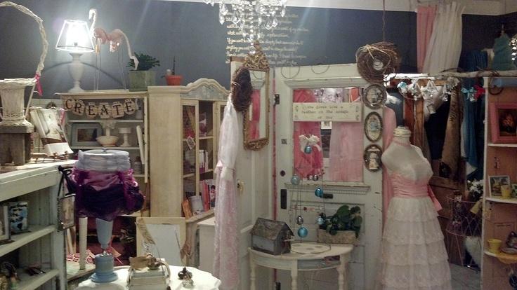 la TaDa! vintage boutique & creative studio - Coaldale, Alberta, CANADA