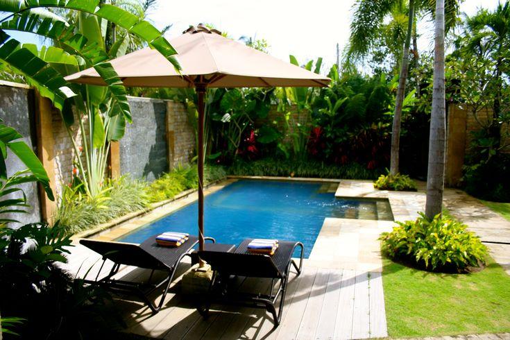 Villa nyaman Bali. Begitu sampai di Villa, saya terkesima dengan kecantikan tempat ini. Total tiga villa yang mereka sewakan mirip satu sama lain. …..