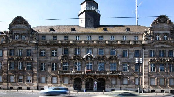 #Streit um altes #Polizeipräsidium in #Frankfurt am Main / Das alte #Frankfurter Polizeipräsidium an der #Friedrich-Ebert-Anlage verwahrlost mehr und mehr...