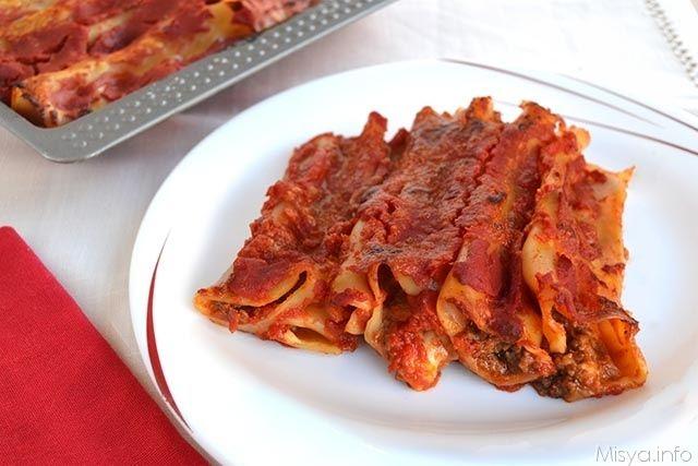 I cannelloni di carne sono la primaricetta dell'anno chevi propongo, è il primo piatto che abbiamo preparato io e mia mamma abbiamo per il pranzo di capodanno.