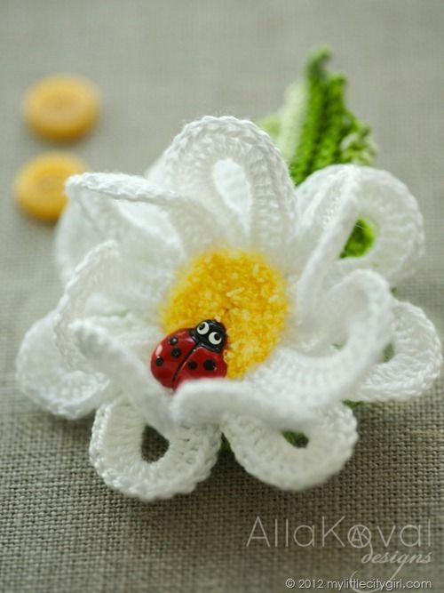 Daisy pin - crochet over wire