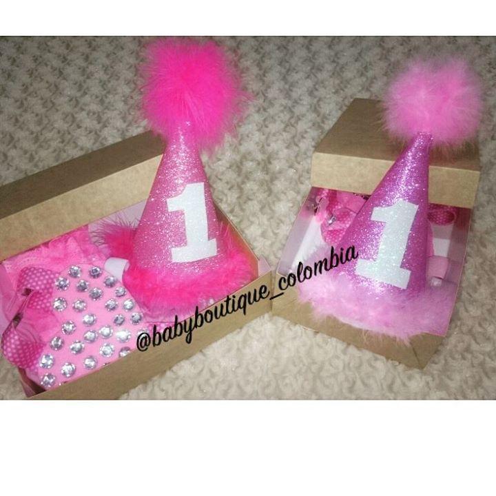 """Pedidos entregados!! """"kit para celebraciones especiales"""" Hermosos diseños para las fechas más especiales de nuestras pequeñas, cumpleaños y mes a mes,  separa el tuyo a tiempo,  diseños exclusivos qué confeccionamos con amor de mamá!! 😍😍.... En @babyboutique_colombia se visten las princesas más preciosas y exclusivas de #colombia... Información por WhatsApp 3044499965 #princesas #diseñosexclusivos #pedidolisto #bebes #clientesfelices #baby#babystuff#babyproducts#"""