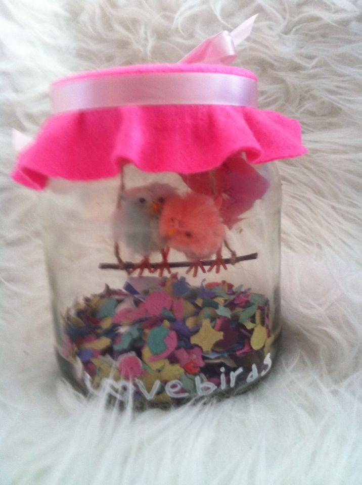 Cadeautje met geld voor bruiloft, weddingpresent lovebirds