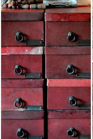 Why not paint your old storage boxes or drawers with the Pantone colour of the year for a gorgeous rustic look. #pantone #marsala #interiors