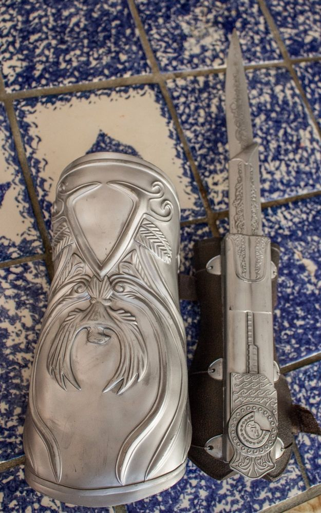 Assassin's Creed Ezio Hidden Blade retractable Gauntlet Replica Cosplay  #Unknown