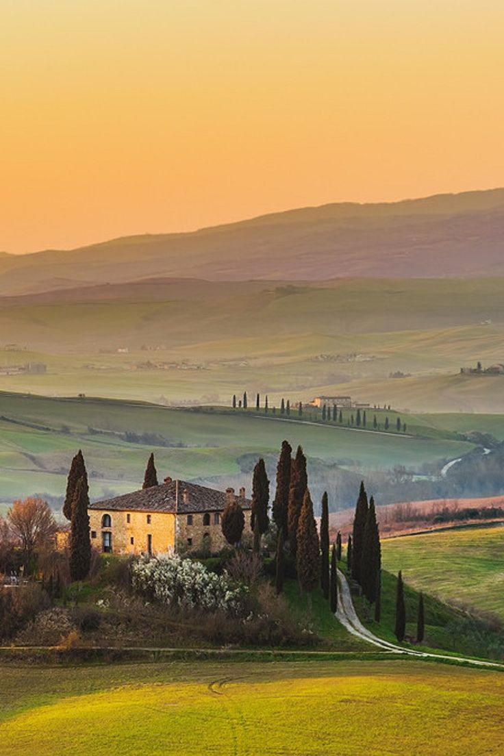 Another amazing picture of the Tuscan Countryside #Tuscany #travel