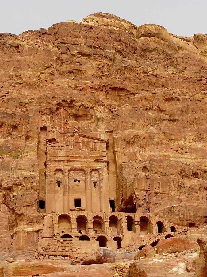 Urn Tomb, Petra (2001).