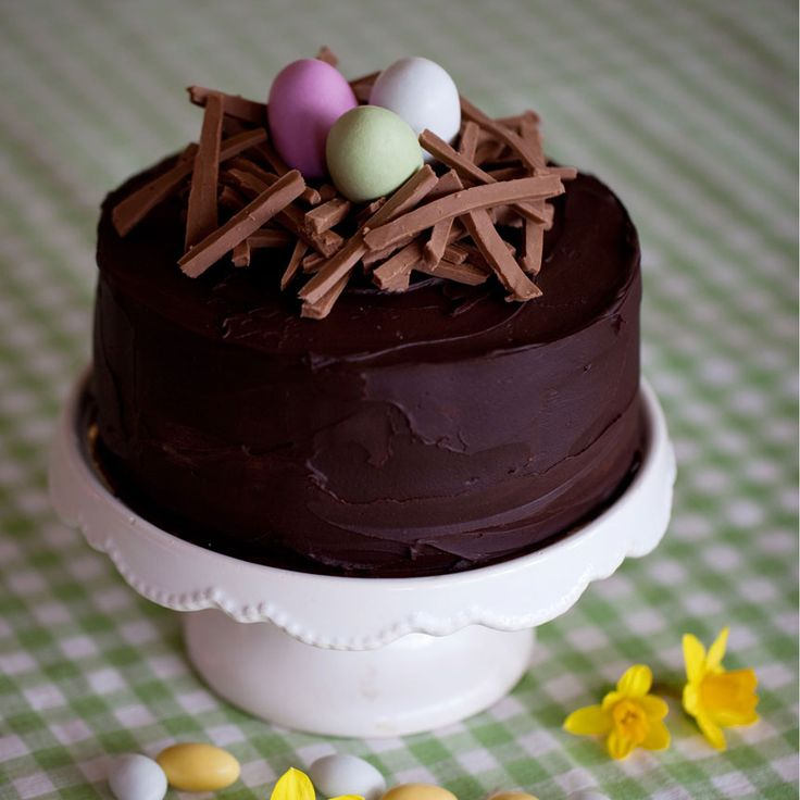 En frestande skapelse med vit chokladmousse, chokladkräm, lemon curd och nougat.
