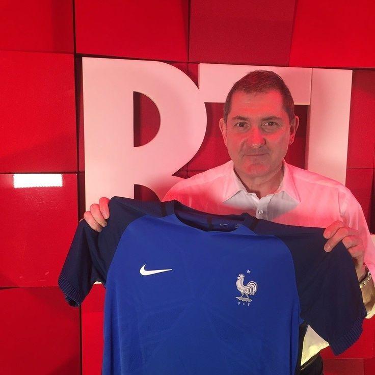 Comme Yves Calvi encouragez l'équipe de France de football ! Au stade à la maison dans une fan zone ou dans un bar partagez vos meilleurs moments de l'#Euro2016 sur Instagram avec le hashtag #RTLfrance2016 ! Allez les Bleus ! by rtl_france